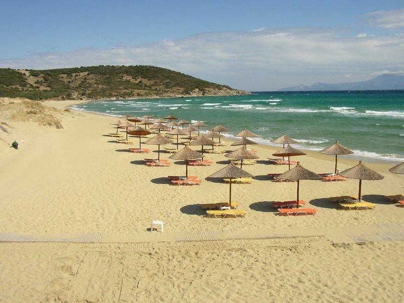 Plazh V Nea Peramos Grciya